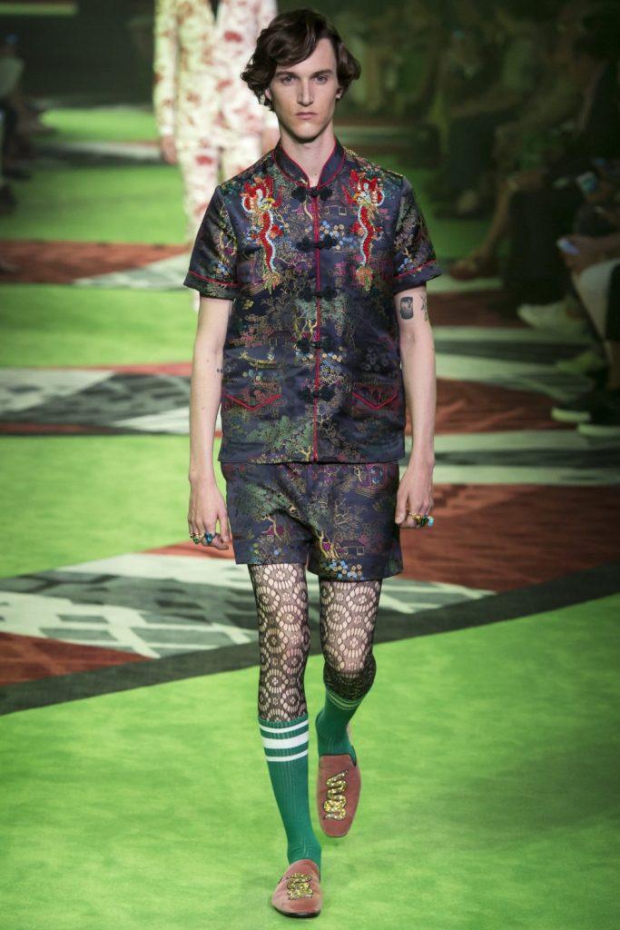 Les pires tendances masculines de l'année 2017 Homme menswear mode fashion faux pas défilé Gucci collants tights noirs spring printemps 2017 nouvel an