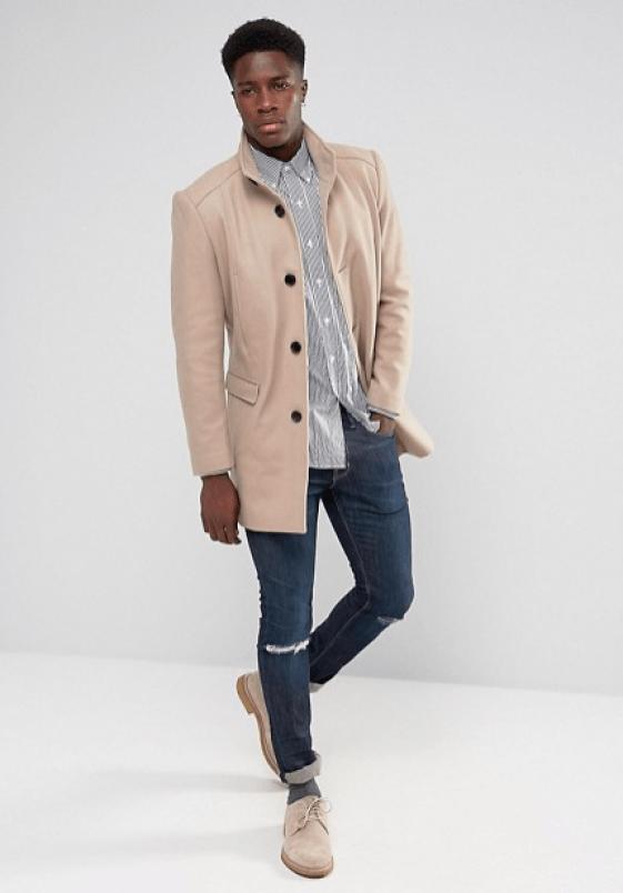 idée de look manteau long beige pour homme