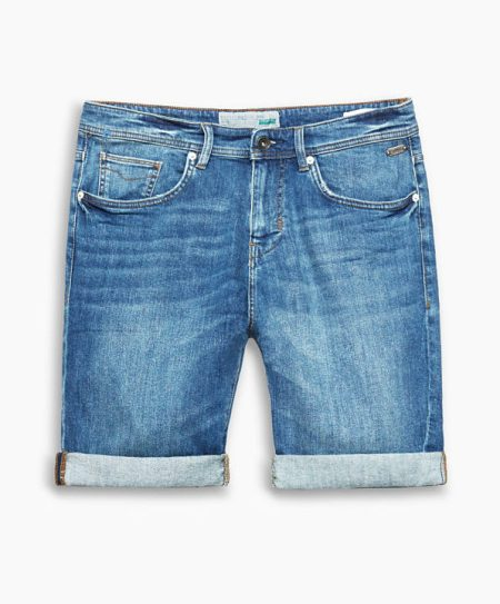 comment porter un short en jean bleu pour homme