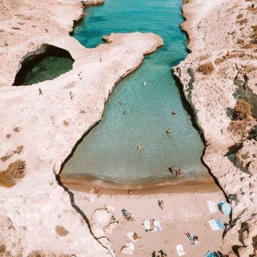 Eau turquoise de Milos