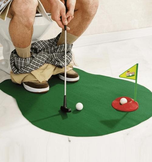 mini golf aux toilettes cadeau original fête des pères