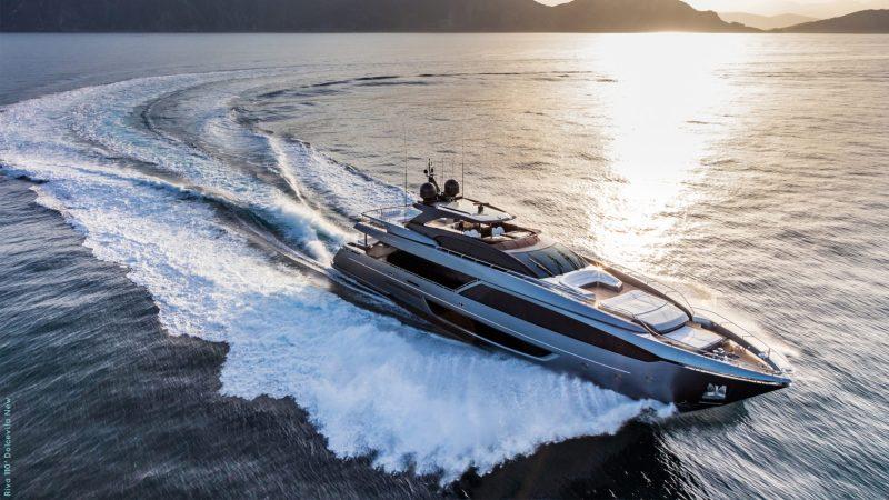 yacht de luxe riva Dolcevita