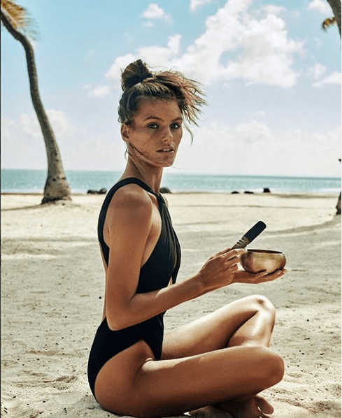 model photo plage canon femme