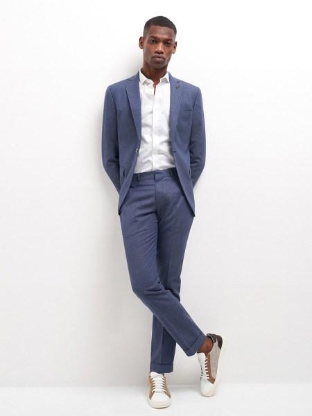 Choisir costume selon l'évènement pour un entretien d'embauche