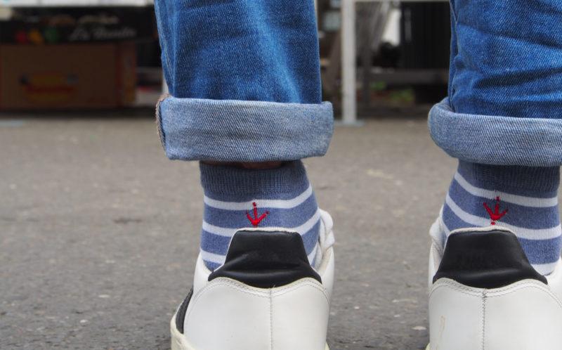Estampille la marque de chaussettes recyclées