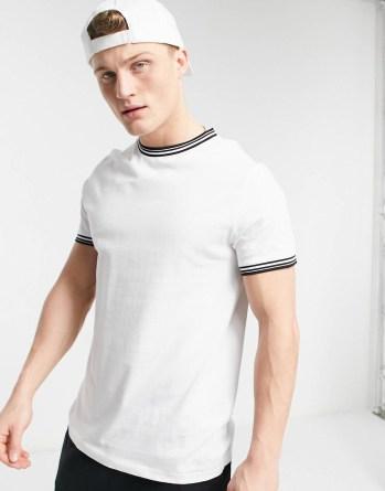 Look 40 T-shirt blanc à col noir