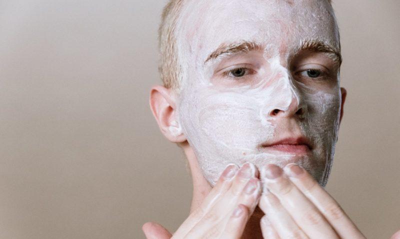 Comment atténuer ses rides :Nettoyer son visage