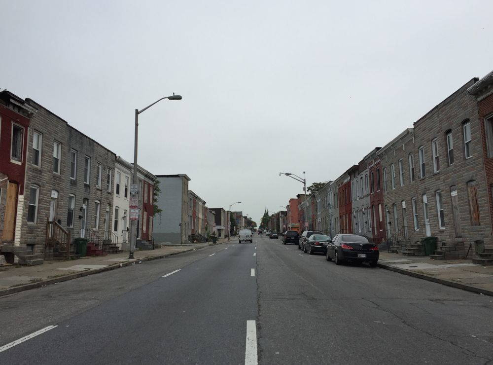 As more Americans moved to the suburbs and commuter traffic increased in inner city neighborhoods, property values declined along heavily traveled roads, putting low-income people in close proximity to automobile pollution. Wikimedia Commons.