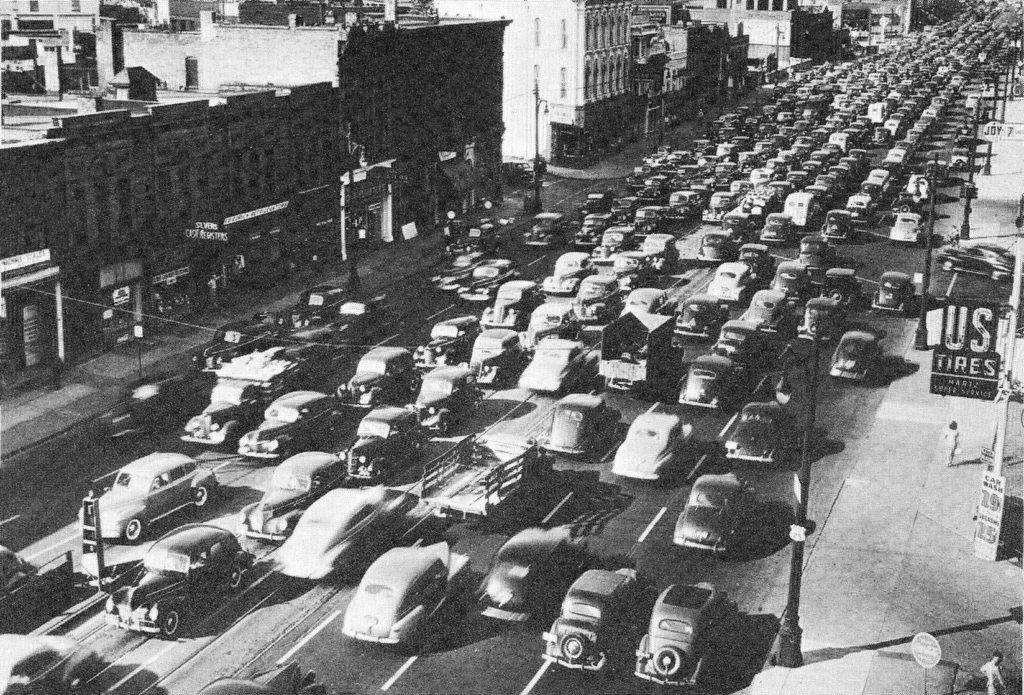 Traffic jams became increasingly common as more Americans purchased cars and commuted from suburbs to city. Public domain.