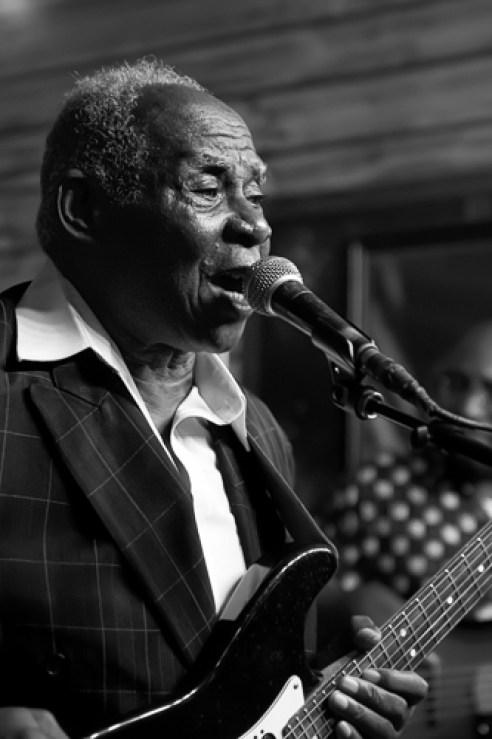"""Singing the Blues"" Chicago, Illinois, USA"