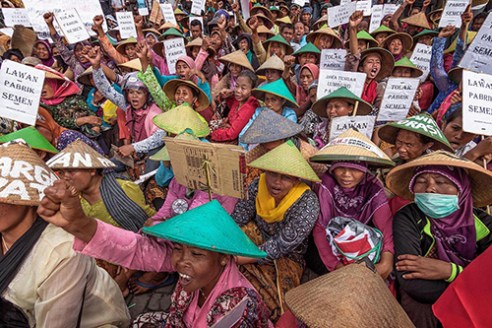 SEMARANG-INDONESIA, April 16, 2015. Members of the Indonesian Environmental Forum (WALHI) in Semarang protest against the construction of a cement plant in Rembang. Residents filed a lawsuit against the construction, claiming it violated regulations of water and land use, and would damage the environment in the area.