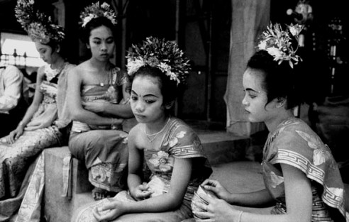 Young dancersUbud, Bal, Indonesia