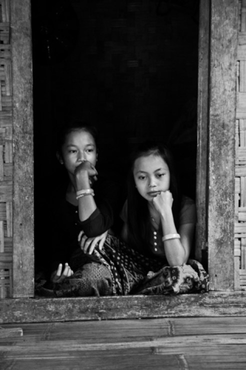 Sisters from the Baduy Tribe, this tribe refuse foreign cultures and modernization. Baduy Village, Banten. Indonesia