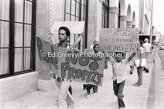 He`eia Kea residents picket Hawaiian Electric home office to protest HE Co. evictions in He`eia Kea. 2983-2-10A 6-9-75