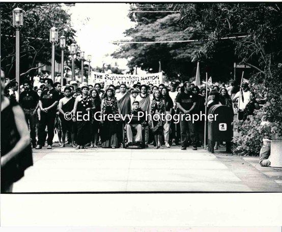 Ka Lahui protest march to Iolani Palace 7085-10-2 1-17-93