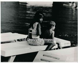 2-kids-at-the-kauai-canoe-club-niumalu-nawiliwili-kauai-2666-79-11-8-73