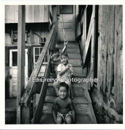 3-boys-on-the-stairs-niumalu-nawiliwili-kauai-2666-61-19a-8-73