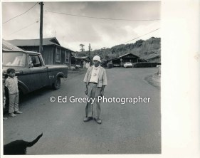 eustaquio-ocso-and-small-boy-in-niumalu-nawiliwili-kauai-before-iniki-storm-damage-2666-12-1-8-73