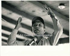 mr-obra-gestures-at-niumalu-nawiliwili-tenants-rally-2929-1-33a-11-29-75