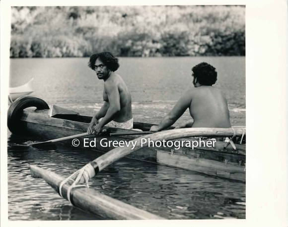 paddeler-for-the-kauai-canoe-club-relaxes-after-practice-2666-16-8-8-73