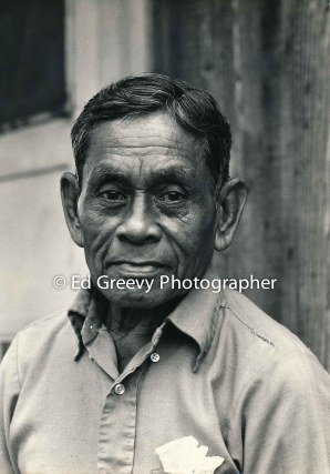 retired-sugar-worker-islao-vallejos-at-home-in-niumalu-nawiliwili-kauai-2666-45-3a-8-73