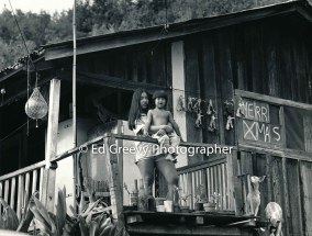 young-niumalu-nawiliwili-mother-and-child-at-home-kauai-2666-14-2-8-73