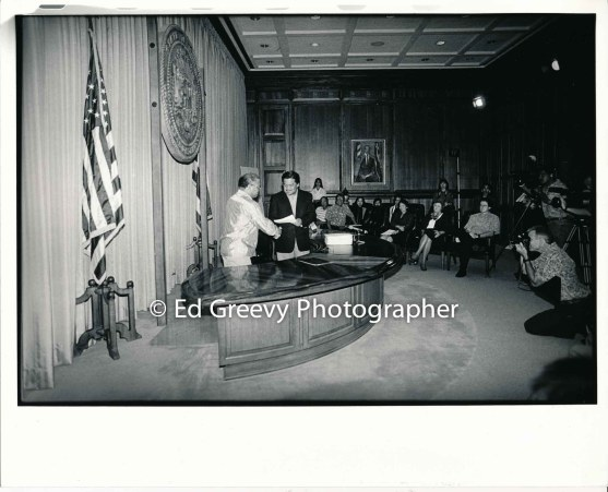governor-ben-cayetano-congratulates-waiahole-waikane-leader-david-chinen-at-waiahole-waikane-lease-presentation-by-the-governor-9015-4-3-6-98