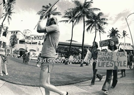 waiahole-waikane-residents-and-their-supporters-dennis-loo0at-right-protest-their-evictions-at-city-hall-2932-6-20-12-4-75