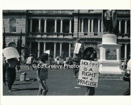 waiahole-waikane-residents-picket-circuit-court-to-protest-evictions-2964-1-28-3-25-76