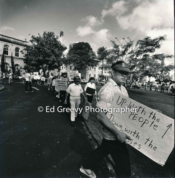 waiahole-waikane-residents-picket-circuit-court-to-protest-evictions-2981-10-9-4-21-76
