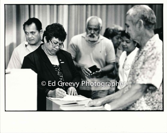 waiahole-waikane-rrsidents-from-left-joe-royos-hannah-salas-albert-badiyo-nellie-dano-and-bernie-lam-ho-sign-their-state-leases-at-waiahole-school-9015-1-21-6-98
