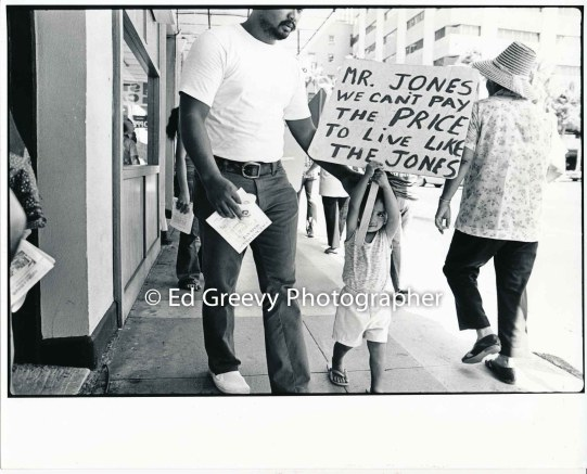 waiahole-waikane-street-demoonstration-lawrence-lagapa-and-daughter-lorrina-2742-1-28-10-1-74