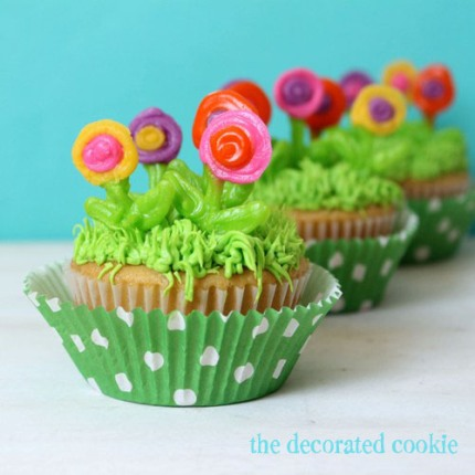 royalicing.flowers.cupcakes