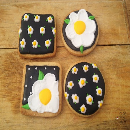 Daisy Inspired Brush Embroidery Cookies
