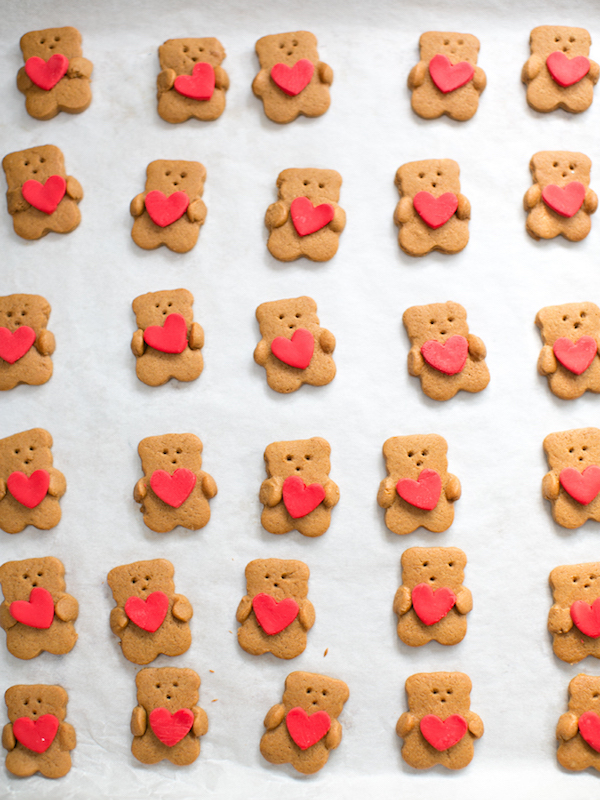 8-valentine-bear-cookie-heart