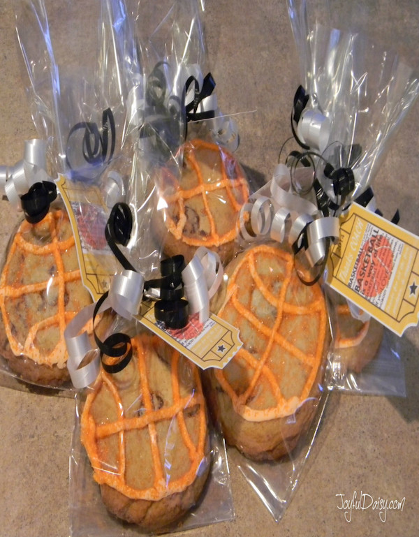 basketball-cookie-party-favors
