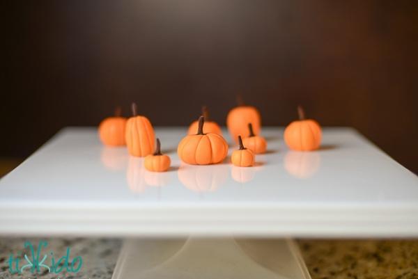 gumpaste-pumpkin-tutorial-5