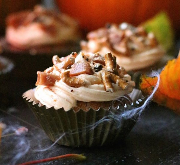 butterbeer and pumpkin cupcakes