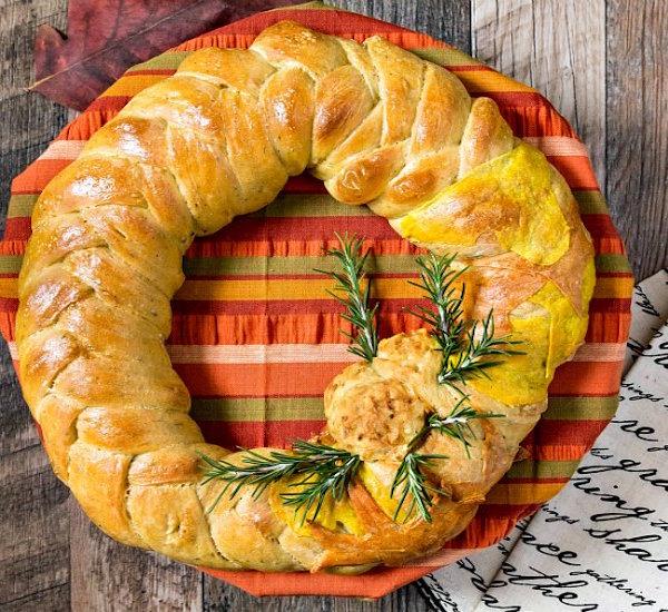 thanksgiving wreath bread centerpiece