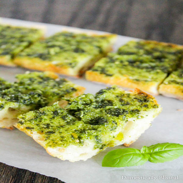 Garlic-Bread-with-Basil