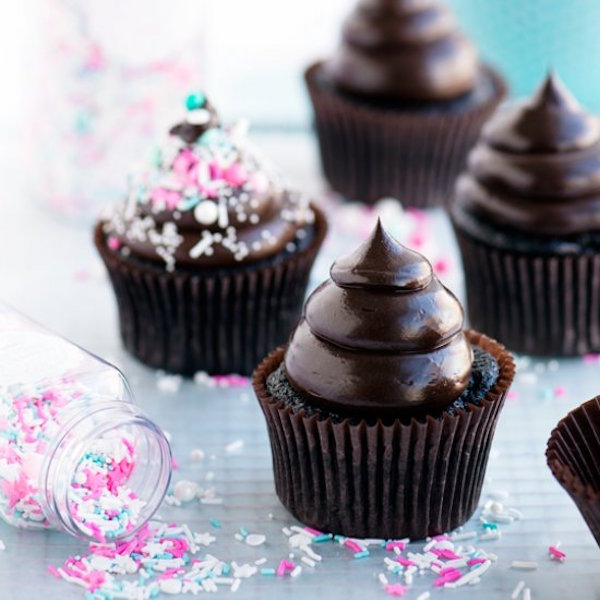 dark & dreamy double fudge cupcakes