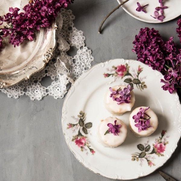 petit flours with lilacs