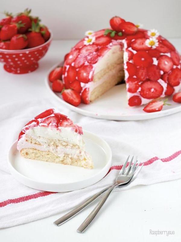 strawberry dome cake