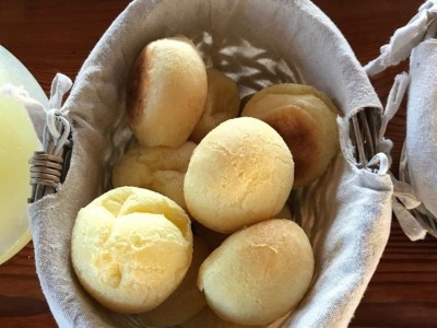 A basket of pao de queijo
