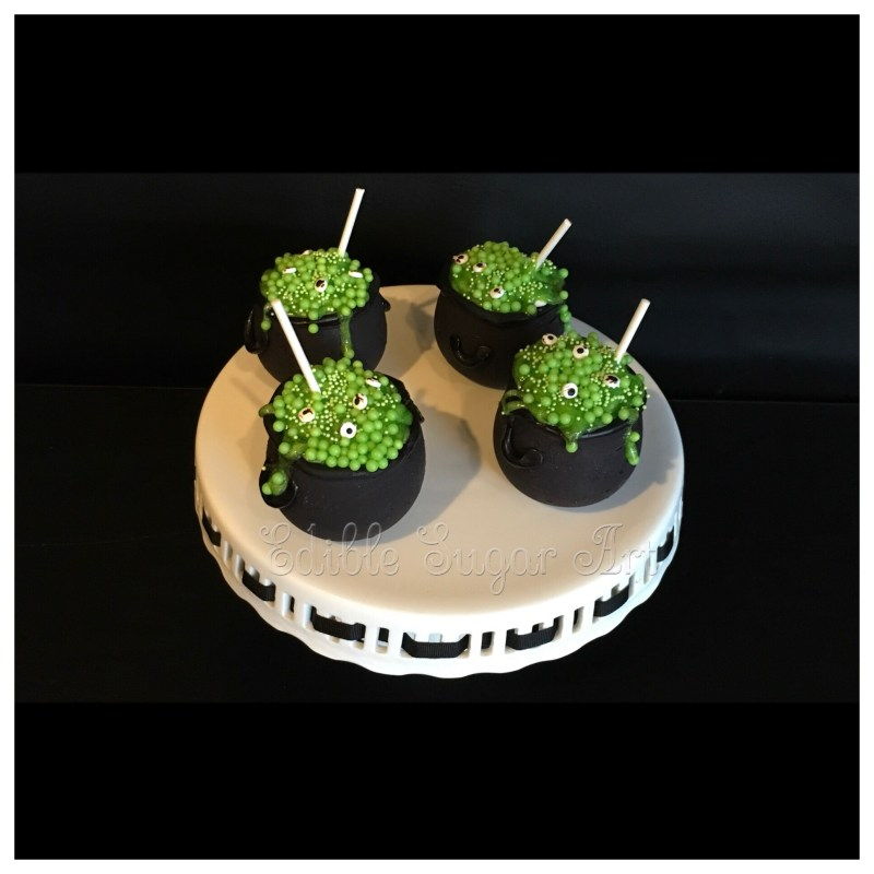 Halloween cauldron mini cakes