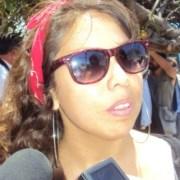 Estudiantes ingresan al Banco Estado y lanzan pintura en sector de Baquedano
