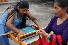 Reclusas de Iquique participan en taller de hilados y tejidos, a través de programa del FOSIS