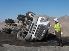 Camión se volcó con 18 mi litros de yodo en Pozo Almonte
