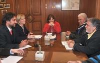 Ministra Matthei en visita relámpago a Iquique escucha demandas históricas de portuarios