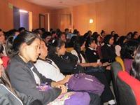 Estudiantes de educación media participan en mesa redonda sobre igualdad de género